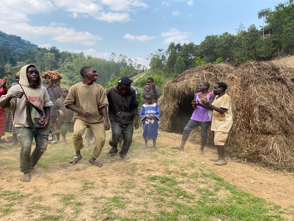 Visit Batwa pygmies of Bwindi impenetrable National park