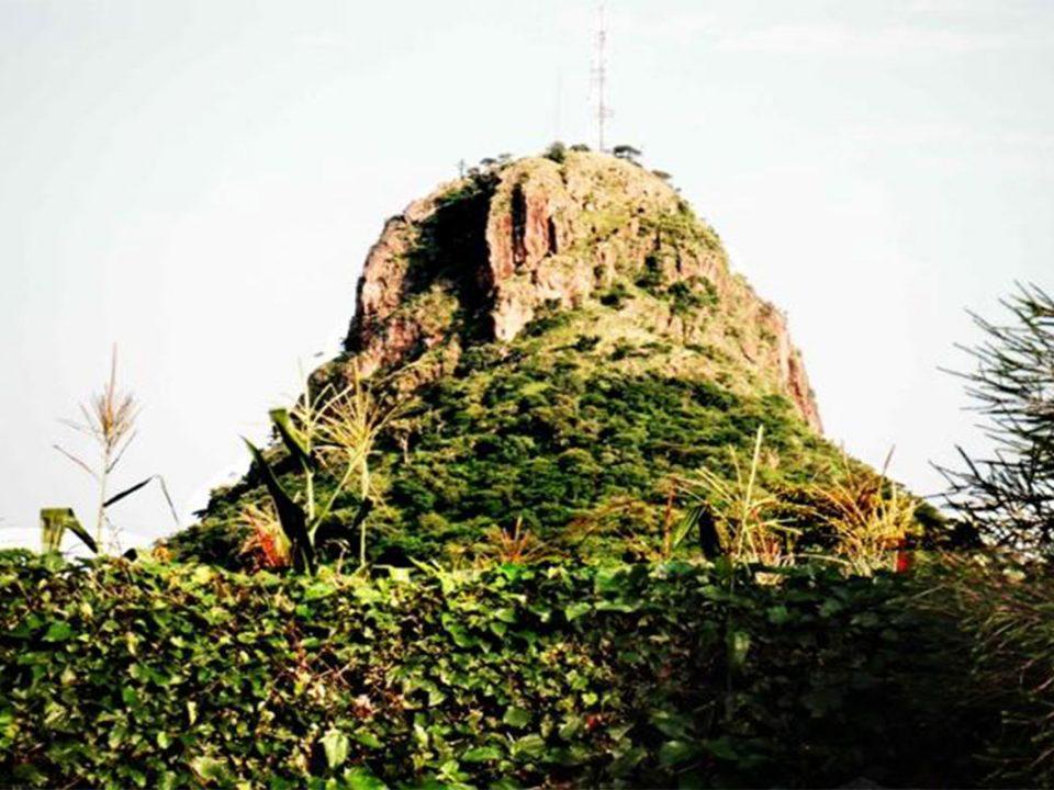 Hiking tororo rock
