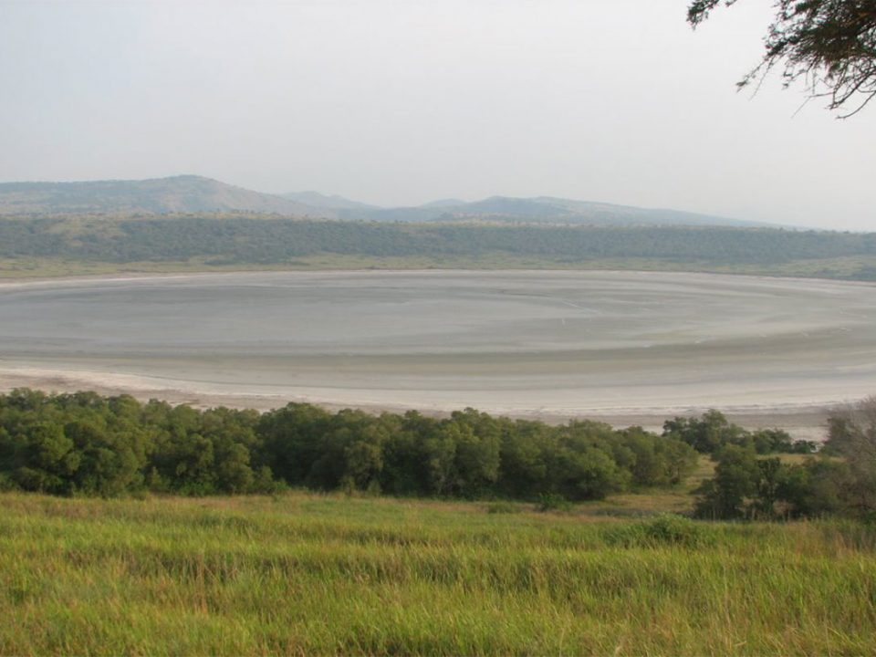 Lake Nyamunuka falmingos and salt mining tours