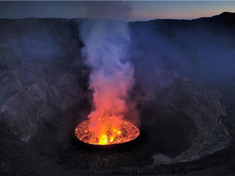 What country in mount nyiragongo volcano located in
